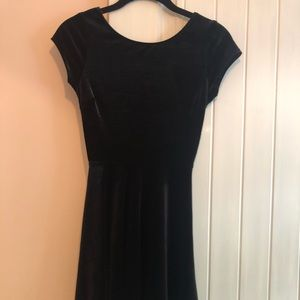 VELVET short sleeve black dress!